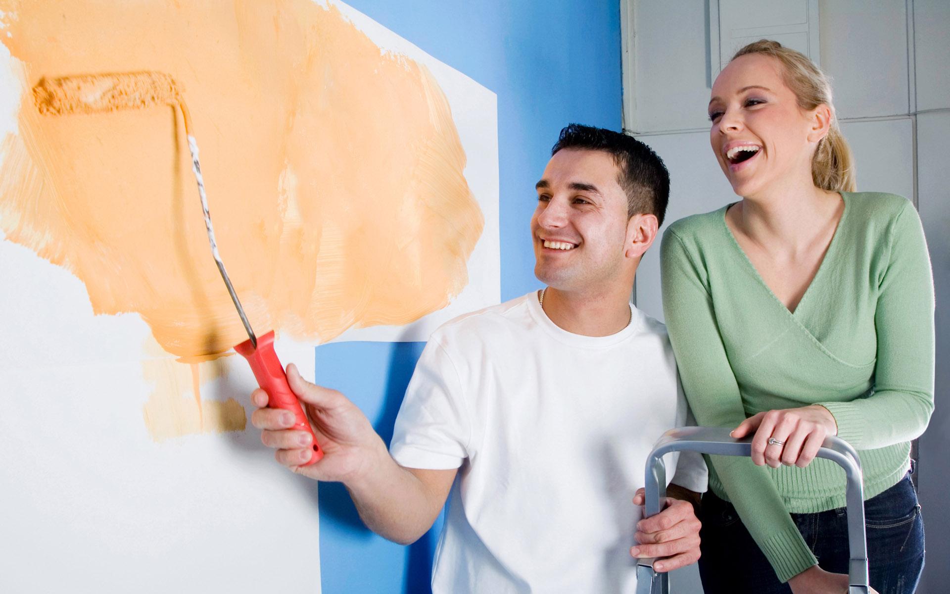 этой картинки с людьми и ремонтом квартир расположен самый