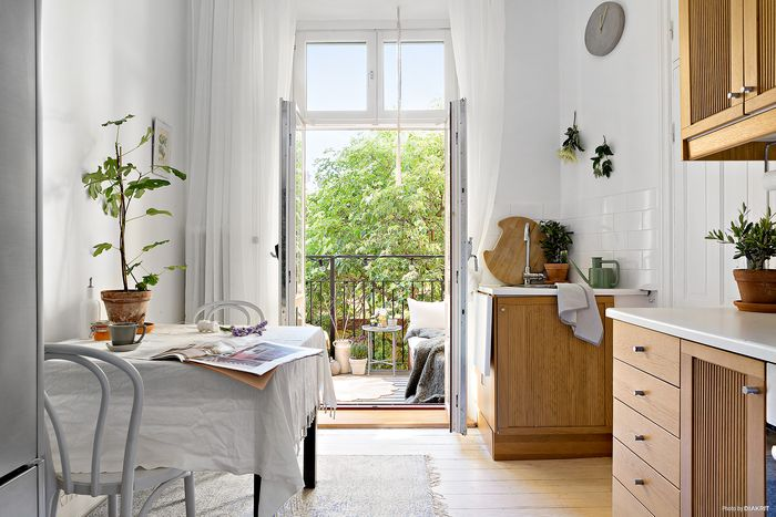 withe-small-interior-2.jpg