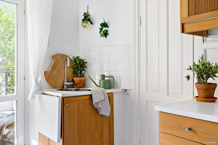 withe-small-interior-4.jpg